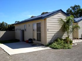 Moonta Bay Cabins - Hervey Bay Accommodation