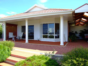 Close Encounters Bed and Breakfast - Hervey Bay Accommodation