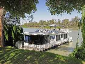 Moving Waters Self Contained Moored Houseboat - Hervey Bay Accommodation