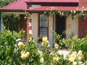 Wine And Roses Bed And Breakfast - Hervey Bay Accommodation