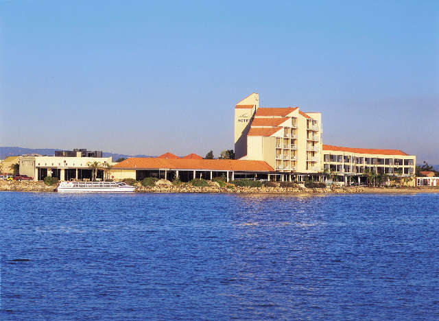 The Lakes Resort Hotel - Hervey Bay Accommodation