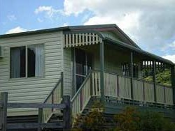 Halls Country Cottages - Hervey Bay Accommodation