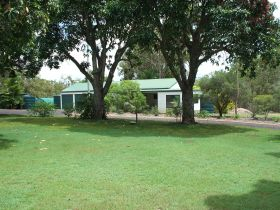Bungadoo Country Cottage - Hervey Bay Accommodation