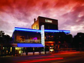Chalk Hotel - Hervey Bay Accommodation