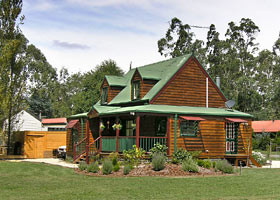 Mystic Mountains Holiday Cottages - Hervey Bay Accommodation