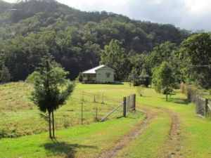 Eighteen Mile Cottage and Homestead - Hervey Bay Accommodation