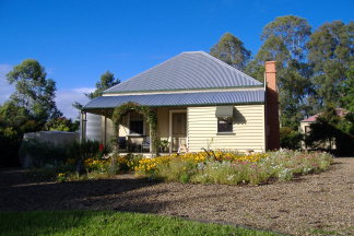 Mary Anns Cottage - Hervey Bay Accommodation