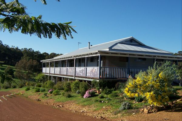 Blue House Bed And Breakfast - Hervey Bay Accommodation