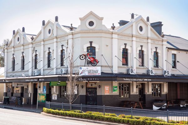 Pedens Hotel - Hervey Bay Accommodation