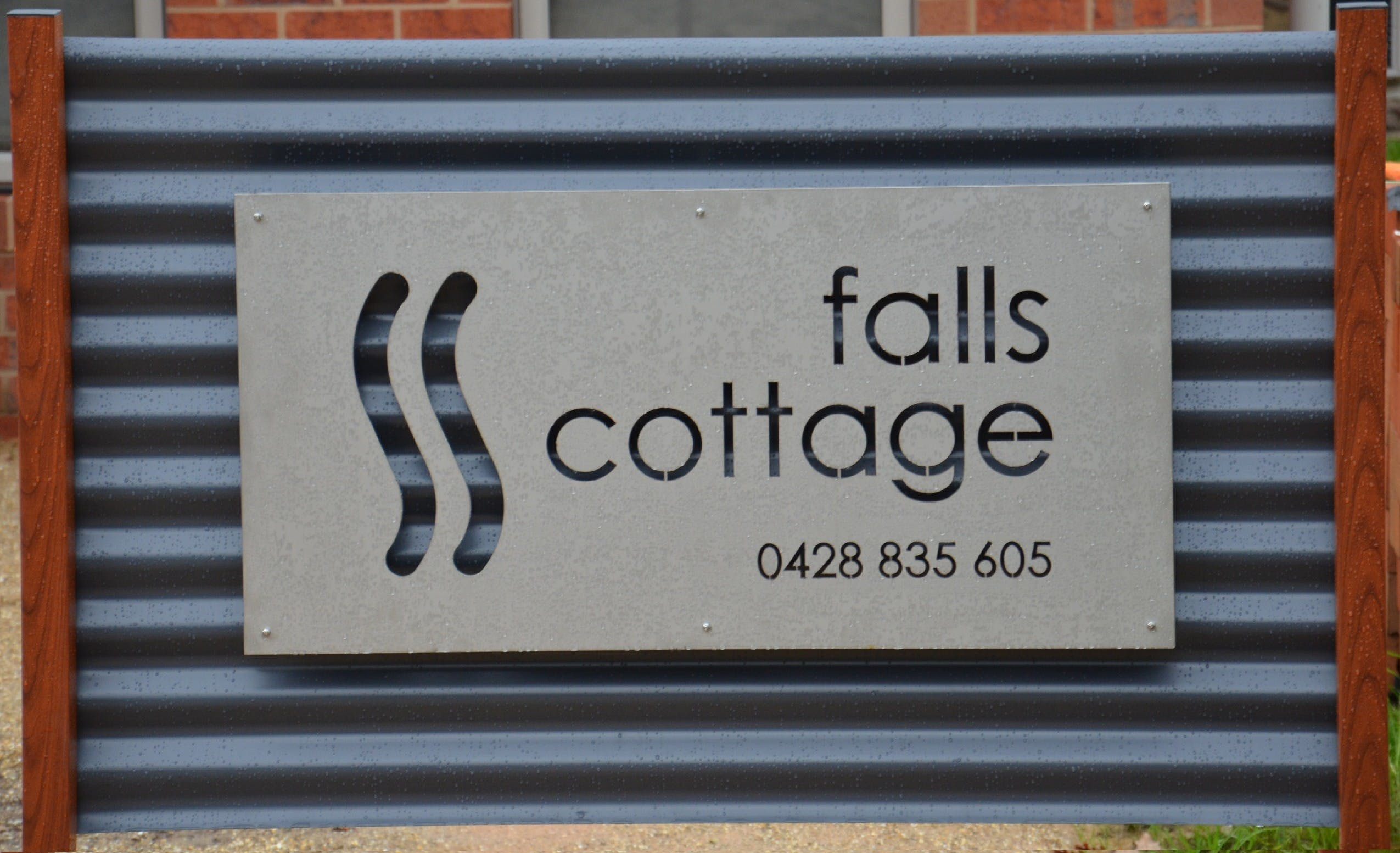 Falls Cottage Whitfield - Hervey Bay Accommodation