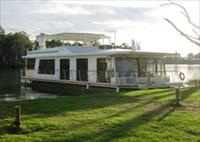Cloud 9 Houseboats - Hervey Bay Accommodation