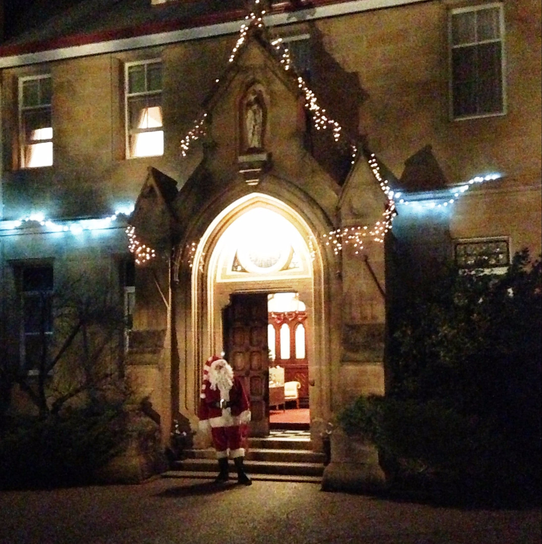 Abbey of the Roses - Christmas in July - Hervey Bay Accommodation