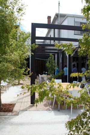 Crossroads Hotel - Hervey Bay Accommodation