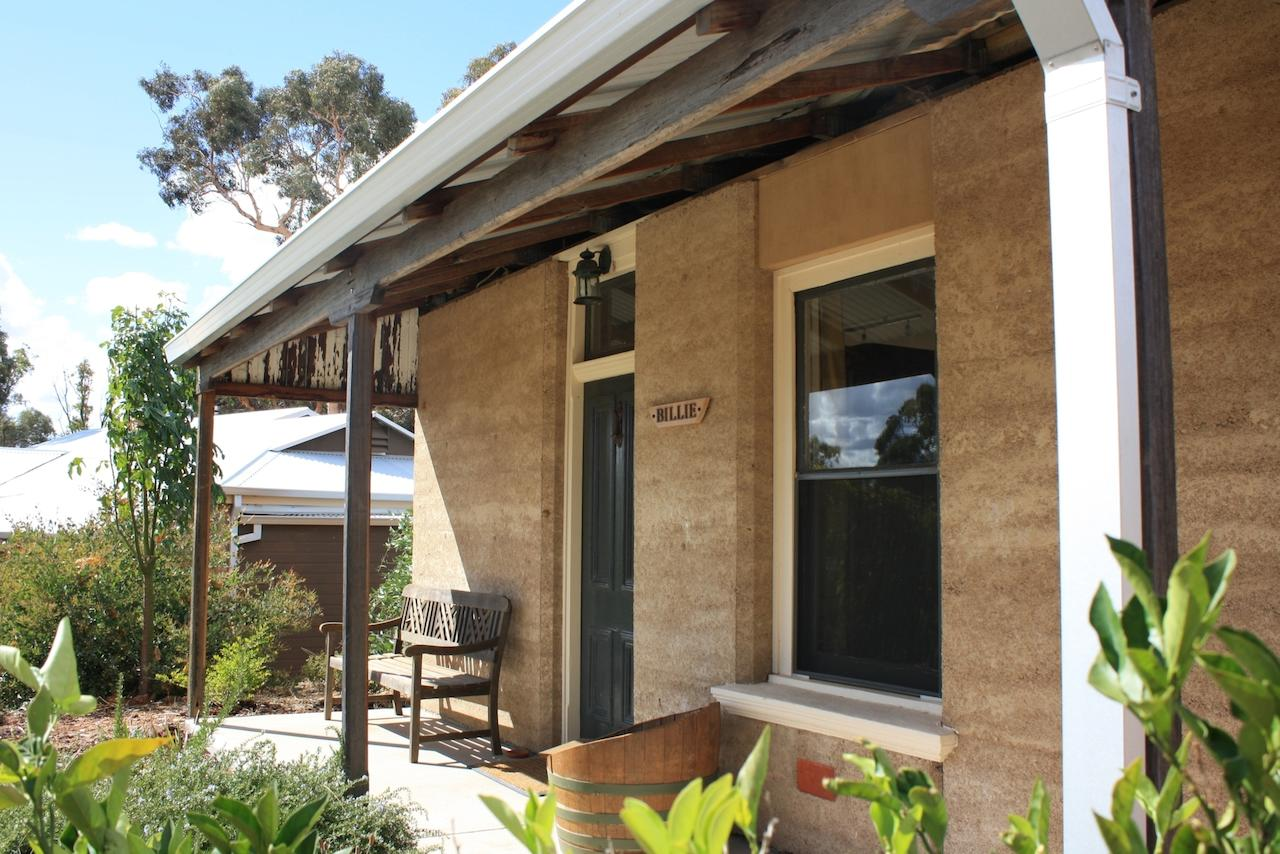Hotham Ridge Winery and Cottages - Hervey Bay Accommodation