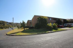 1/2 Brunswick Avenue - Hervey Bay Accommodation